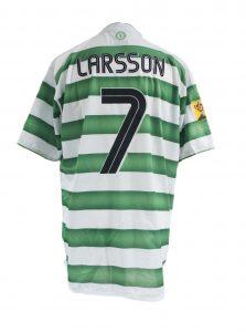 larsson-scottish-cup-final-trophy-lift-change-shirt-2004-rear